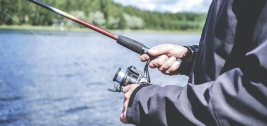 How-to-Use-a-Spinning-Reel-for-Fishing-Safely